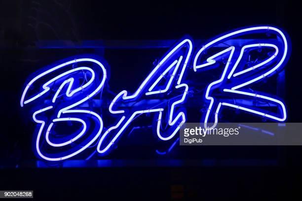 bar, blue neon sign - letra r - fotografias e filmes do acervo