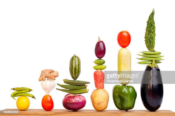 bar chart graph made up of assorted vegetables - dranken en maaltijden stockfoto's en -beelden