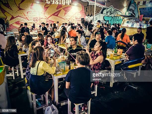 Bar à en courbe FAI marché de Bangkok, en Thaïlande