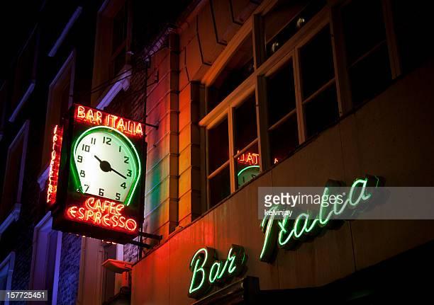 "bar ""italia neon sign in london - italia stock-fotos und bilder"