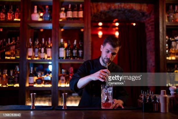 bar man making a delicious cocktail. - 消毒用アルコール ストックフォトと画像