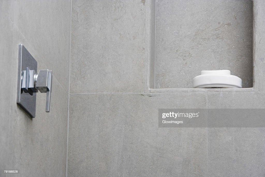 Bar of soap in a soap dish : Foto de stock