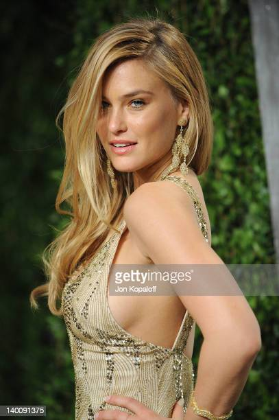 Bar Refaeli attends the 2012 Vanity Fair Oscar Party at Sunset Tower on February 26 2012 in West Hollywood California