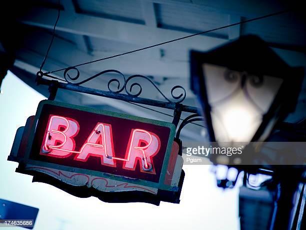 ニューオリンズバー」の看板 - ニューオリンズ バーボンストリート ストックフォトと画像