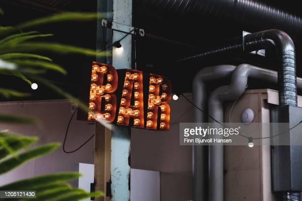 bar sign with light bulbs - finn bjurvoll foto e immagini stock