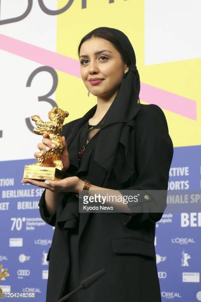 Baran Rasoulof daughter of Iranian movie director Mohammad Rasoulof holds the award statue after There is no evil wins the Golden Bear for Best Film...