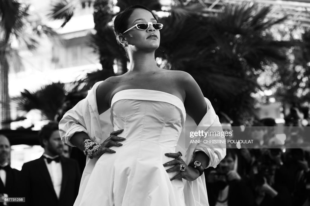 Barbadian singer Rihanna poses as she arrives on May 19, 2017 for the screening of the film 'Okja' at the 70th edition of the Cannes Film Festival in Cannes, southern France. / AFP PHOTO / Anne-Christine POUJOULAT