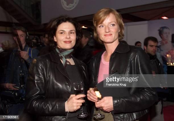 Barbara Auer und Nina Petri Bei Der Verleihung Des Montblanc De La Cultur Arts Patronage Award 2001 In Hamburg Am 240401