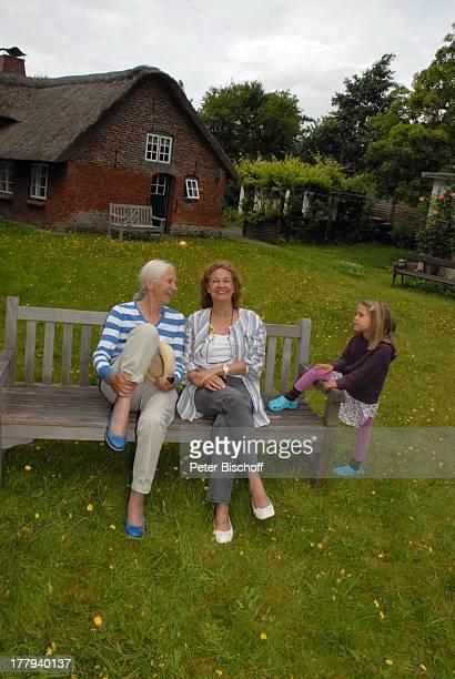 Barbara Bärbel Prey Helga Schlack Enkeltochter Milena Ferienhaus von Barbara Bärbel Prey Nebel Insel Amrum Nordsee SchleswigHolstein Deutschland...