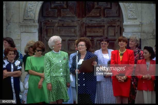 Barbara Bush with Economic Summit 1st Ladies including Sachiyo Kaifu Danielle Mitterrand Mila Mulroney Livia Andreotti at Alamo July 10 1990