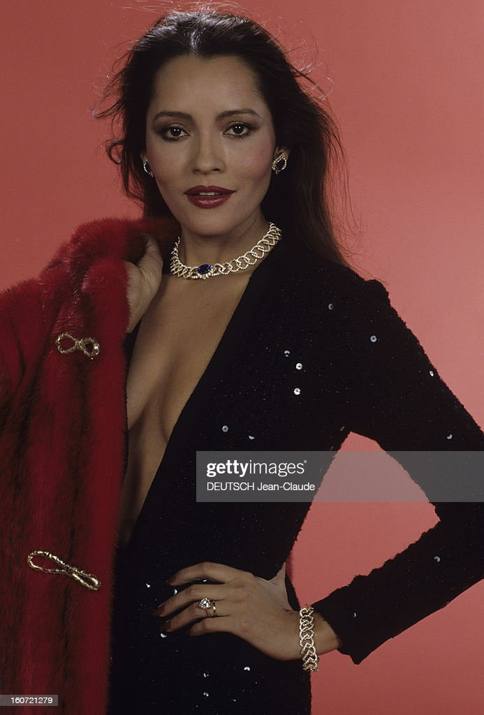 Barbara Carrera Nude Photos 28
