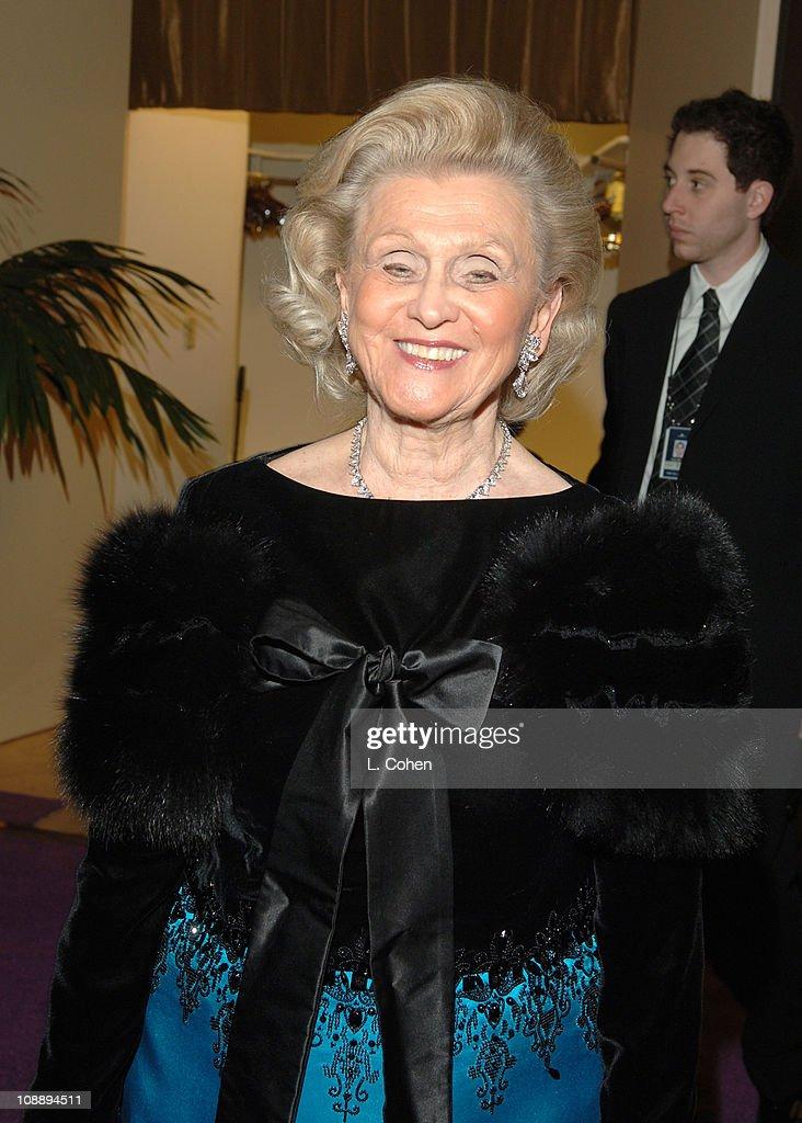 2006 Clive Davis Pre-GRAMMY Awards Party - Red Carpet