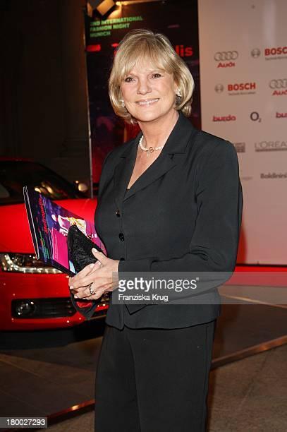 Barbara Dieckmann Bei Der Modenschau Im Rahmen Der '2Nd International Fashion Night Munich' Am 030907 In München