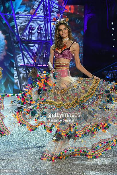 Barbara Fialho walks the runway at the Victoria's Secret Fashion Show on November 30 2016 in Paris France