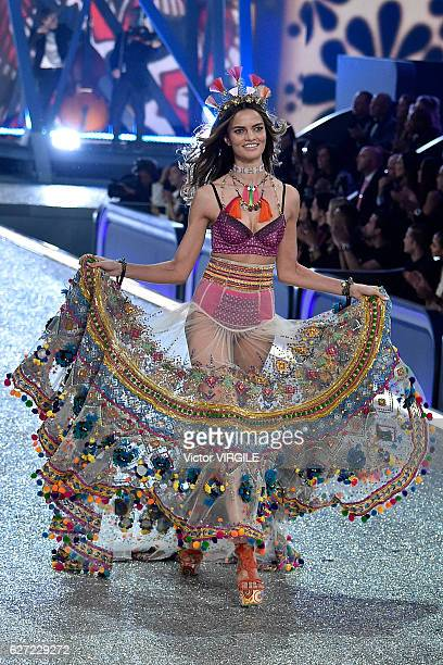 Barbara Fialho walks the runway during the 2016 Victoria's Secret Fashion Show on November 30 2016 in Paris France