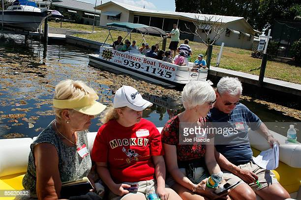 Barbara Heinemann Katrina Crow Susan Crow and Tom Crow sit along with other prospective buyers as they take part in a foreclosure boat tour by...