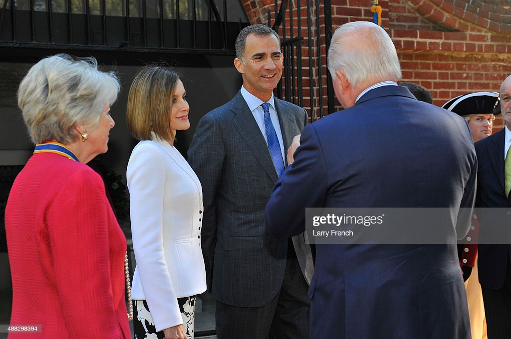 Barbara Lucas, Regent, Mt Vernon Ladies Association (L) King Felipe VI and Queen Letizia Of Spain appear at George Washington's Mount Vernon on September 15, 2015 in Mount Vernon, Virginia.