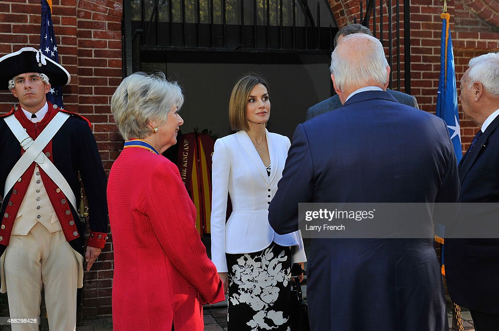 Barbara Lucas, Regent, Mt Vernon Ladies Association (L), Queen Letizia, King Felipe VI Of Spain (hidden) and Curt Viebranz, President, Mt. Vernon appear at George Washington's Mount Vernon on September 15, 2015 in Mount Vernon, Virginia.