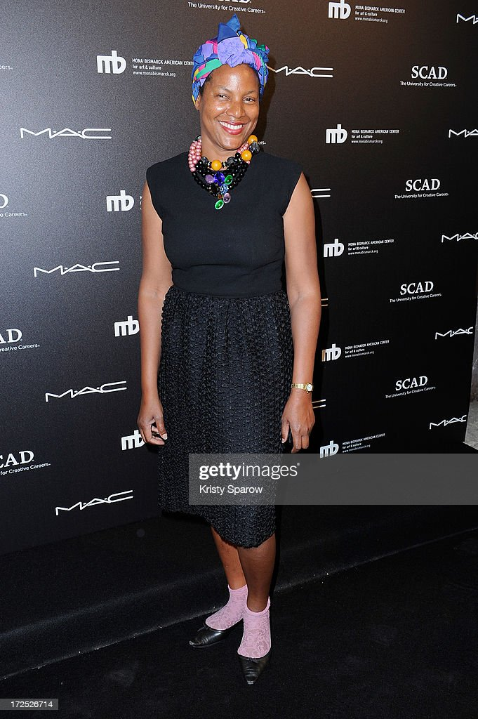 'Little Black Dress' Exhibition - Paris Fashion Week Haute-Couture F/W 2013-2014 : Nachrichtenfoto