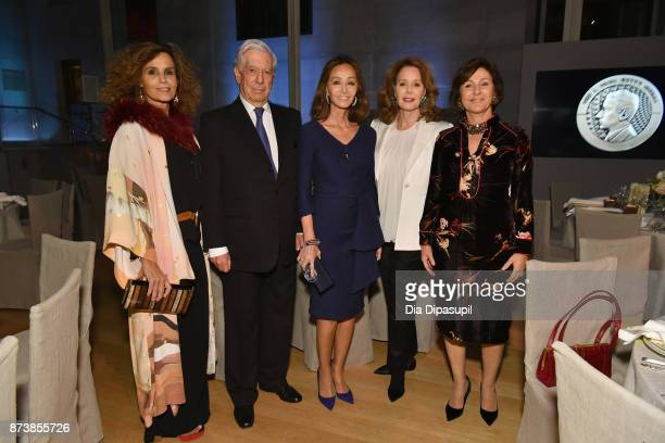 Barbara Pan de Soraluce Mario Vargas Llosa Isabel Preysler Maria HummerTuttle and Rosario Bergareche attend the Getty Medal Dinner 2017 at The Morgan...