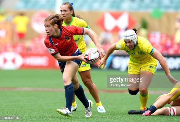 Barbara Pla of Spain looks to pass in the Women's match against Australia during day one of the 2018 Sydney Sevens at Allianz Stadium on January 26...