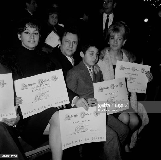 Barbara Raymond Devos Daniel Bechet et Jacqueline Huet recevant les prix de l'académie Charles Cros lors du festival du son au palais d'Orsay à Paris...