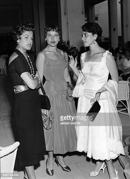 Barbara Rütting *Schauspielerin Schriftstellerin D B Rütting mit Margit Saad und der israelischen Schauspielerin Chaia Hararitbeim Empfang einer...