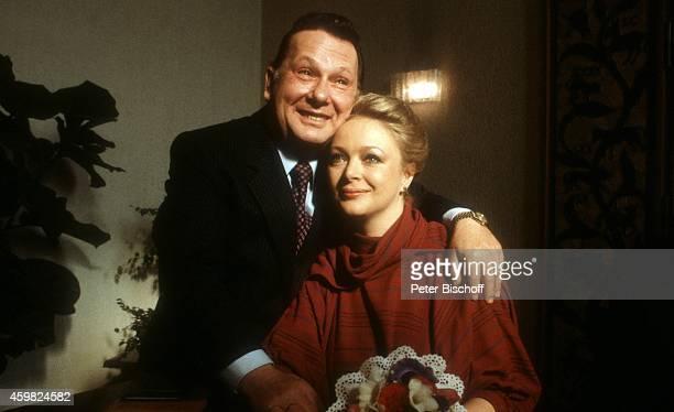 Barbara Schöne Ehemann Jonny Buchardt Hochzeit 1981 im Standesamt in BerlinSpandau Deutschland