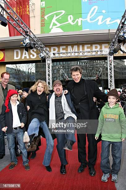 Barbara Schöneberger Armin Rohde Rufus Beck Bei Der 'Der Räuber Hotzenplotz' Premiere Bei Der Berlinale Am 120206