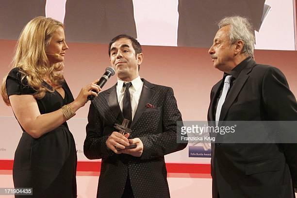 Barbara Schöneberger Oscar Ortega Sanchez Und Wolfgang Stumph Bei Der Verleihung Des Felix Burda Awards Im Hotel Adlon Kempinski In Berlin