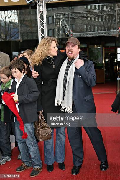 Barbara Schöneberger Und Armin Rohde Bei Der 'Der Räuber Hotzenplotz' Premiere Bei Der Berlinale Am 120206