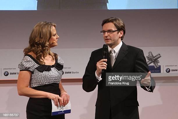 Barbara Schöneberger Und Claus Strunz Bei Der Verleihung Des Felix Burda Award Von Der Felix Burda Stiftung Im Hotel Adlon In Berlin Am 290309