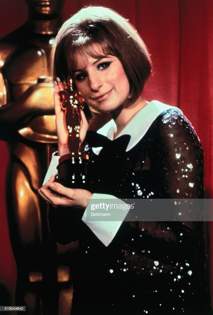 Barbara Streisand Hugging Oscar : News Photo