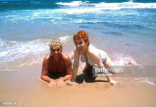 Barbara Valentin Elisabeth Volkmann ZDFSerie 'Traumschiff' Folge 'Brasilien' Südamerika Amerika Sexy Strand Sand Meer Ozean Brandung sexy