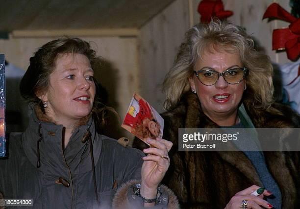 Barbara Valentin Jutta Speidel TVShow Stars sammeln fürKrebskranke Kinder Pelz Mantel KarteAutogrammkarte Brille