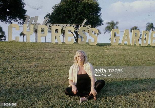 Barbara Valentin ZDFSatire DerWasserball von Schildershausen FloridaCypress Garden Garten Wiese