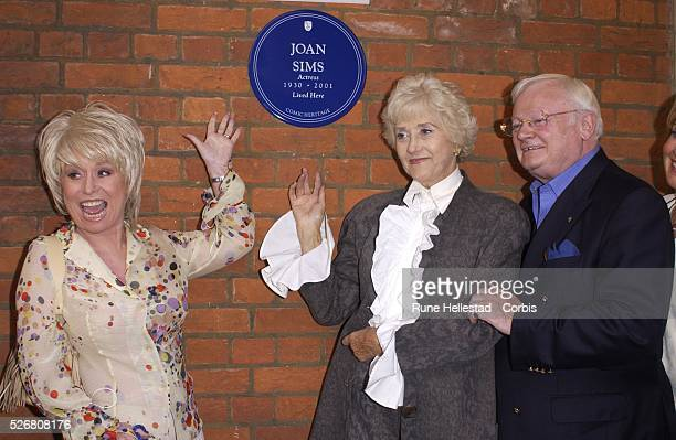 Barbara Windsor Liz Fraser and John Inman unveil Joan Sims's English Heritage commemorative Blue Plaque in Thackeray Street in Kensington