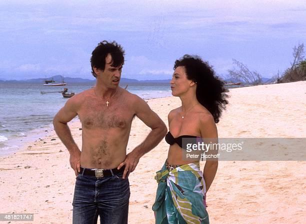 """Barbara Wussow, Benedict Freitag, ZDF-Serie """"Insel der Träume"""", Folge 4 """"Der Priester"""", Thailand."""