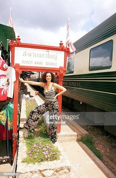 "Barbara Wussow, Dreh zu ZDF-Film ""Singapur Express"", Asien, Bahnhof an der Kwai-Brücke, Urlaub, P.- Nr.: 740/2001,"
