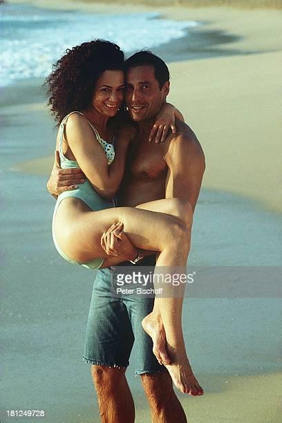 Barbara Wussow Matthias Bullach Dreharbeiten zur ZDFReihe Traumschiff Folge 29 Hawaii Hawaii USA Strand Wasser Bikini Badehose sexy Schauspielerin...