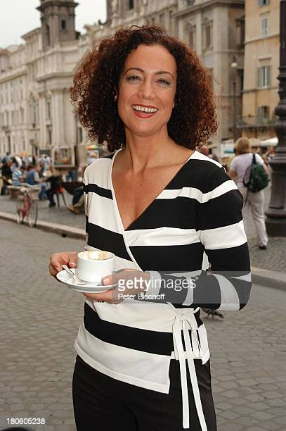 Barbara Wussow Rom Italien 'Liebe Lügen Leidenschaften' ARD Dreiteiler Drehharbeiten Cafe Cappuccino