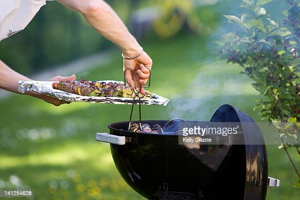 Barbecue grill action
