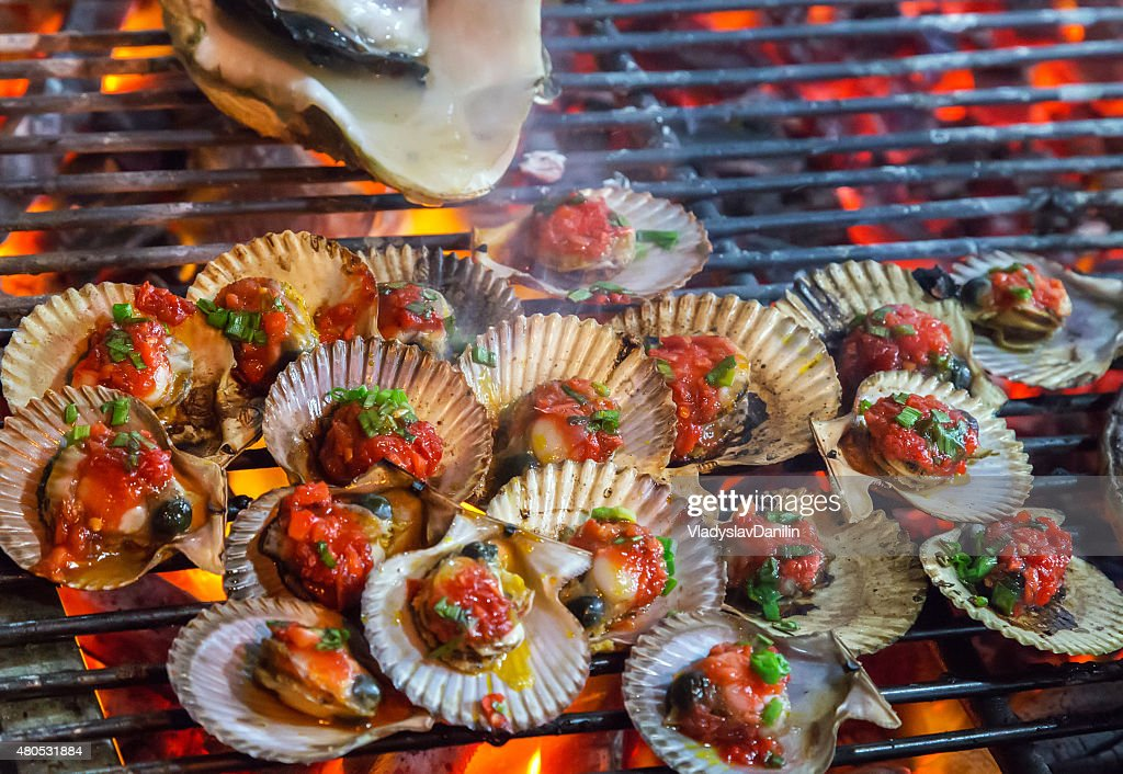 Barbecue Grill Cooked greenshell mussels seafood. : Stock Photo