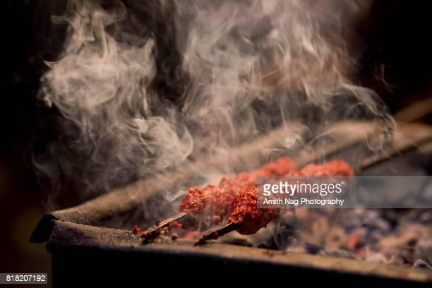 barbecue kebabs on a hot grill - bratspieß stock-fotos und bilder
