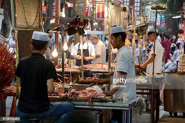 barbecue lamb stalls in the muslim quarter of xi'an, shaanxi - lahore pakistan stock photos and pictures