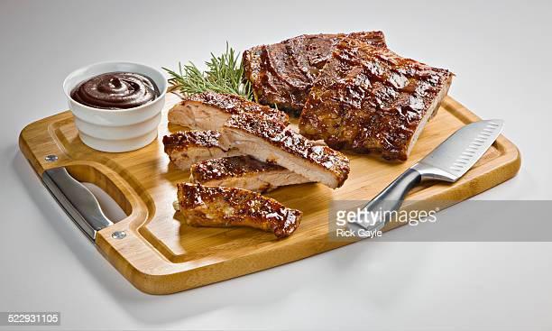 barbecue pork ribs with sauce - barbeque sauce fotografías e imágenes de stock