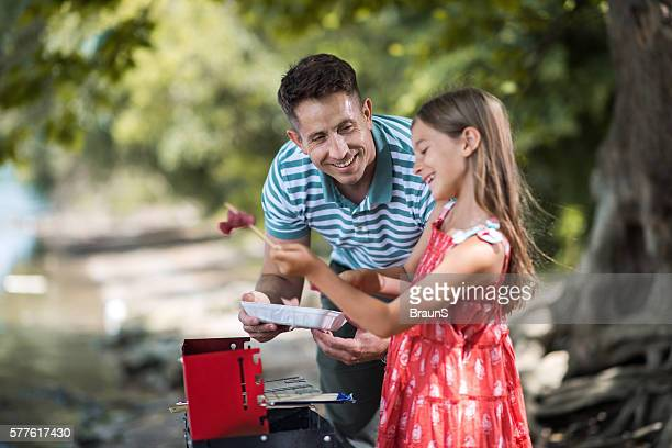 Barbecue time of father and daughter!