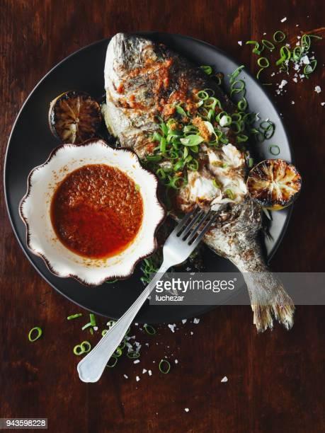 全体真鯛のバーベキュー ソース - 全部 ストックフォトと画像