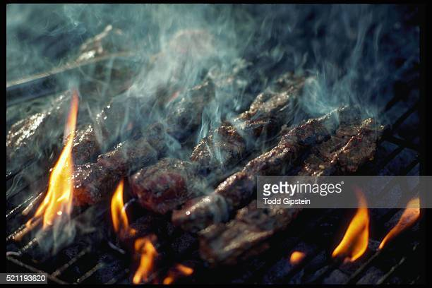 barbecuing ribs on a grill - gipstein stock pictures, royalty-free photos & images
