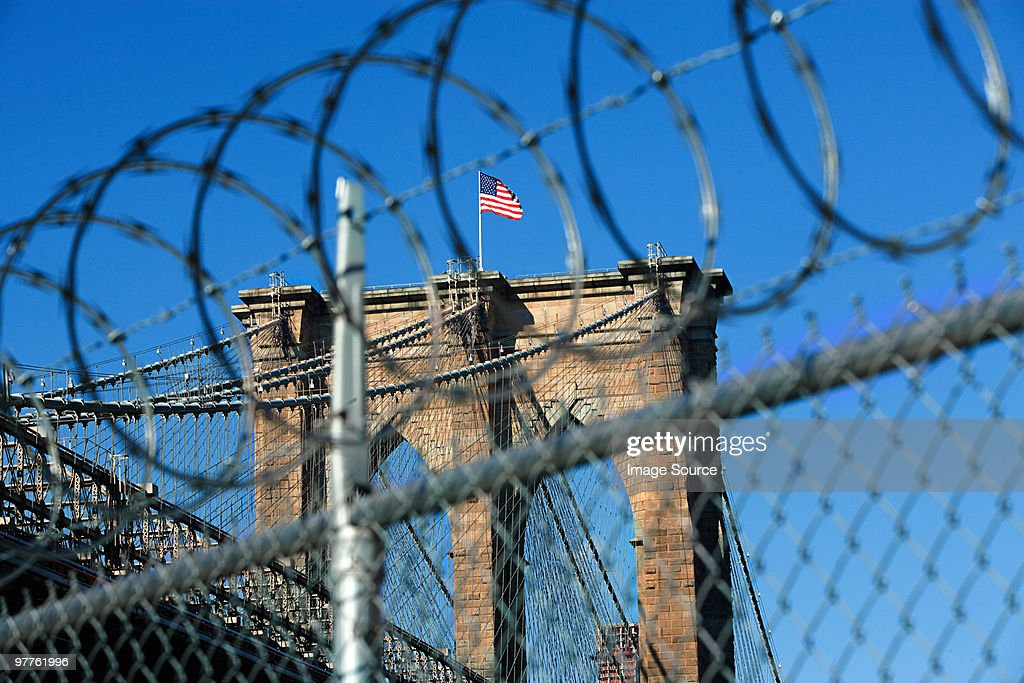 Barbed wire and brooklyn bridge : Stock Photo
